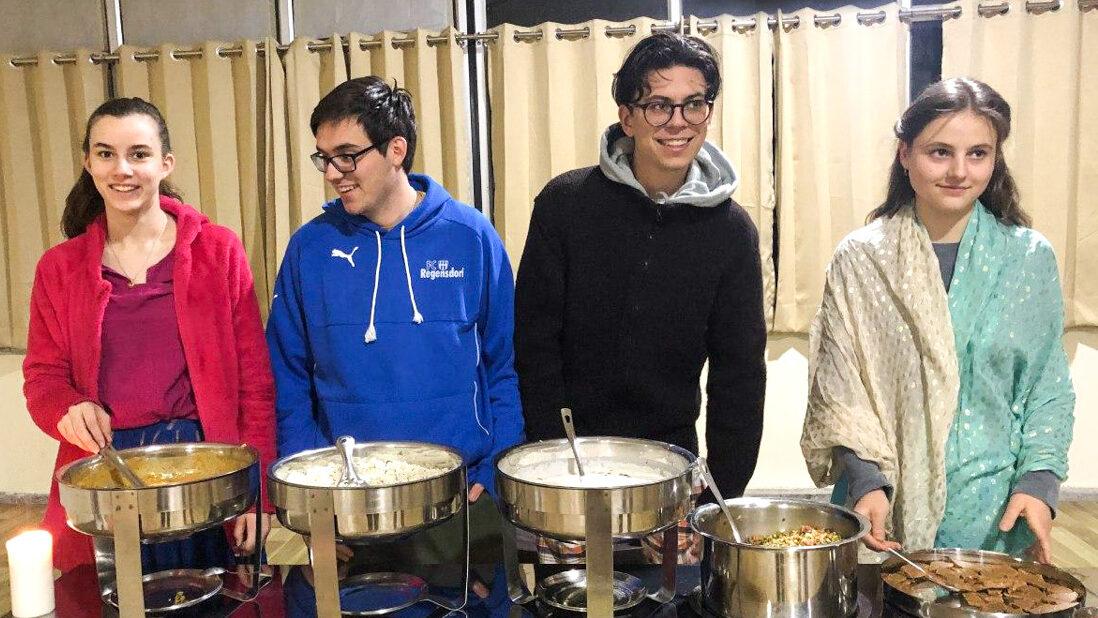 Junge Menschen erleben, dass aus einer gebenden Haltung in Ruhe und Demut das Essen − und vor allem das Leben − wertvoller und stärkender wird.